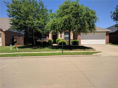 Fort Worth Single Family Home For Sale: 820 Forest Grove Lane