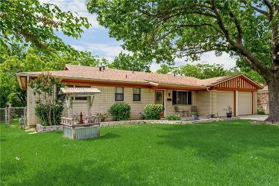 Hurst Single Family Home For Sale: 909 Irwin Drive
