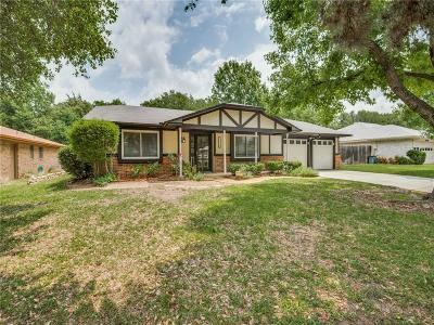 Grapevine Single Family Home For Sale: 1820 Chaparral Court