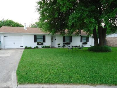 Cooke County Single Family Home Active Option Contract: 911 Dover Drive