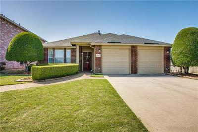 Saginaw Single Family Home For Sale: 1056 Grand Central Parkway