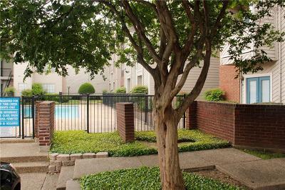 Dallas Condo For Sale: 9747 Whitehurst Drive #147