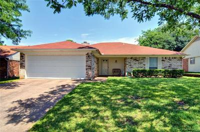 Saginaw Single Family Home Active Contingent: 816 Mustang Drive