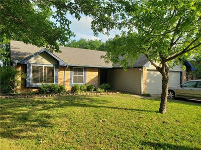 Haltom City Single Family Home For Sale: 6108 Maurie Court