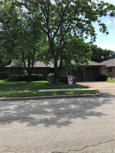 Euless Single Family Home For Sale: 613 Dickey Drive