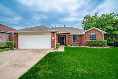 Cedar Hill Single Family Home Active Contingent: 205 Armstrong Drive