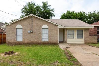 Grand Prairie Single Family Home For Sale: 2209 Spikes Street