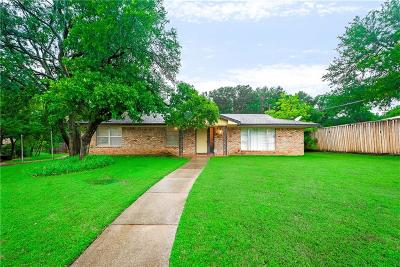 Euless Single Family Home Active Contingent: 302 Dunaway Drive
