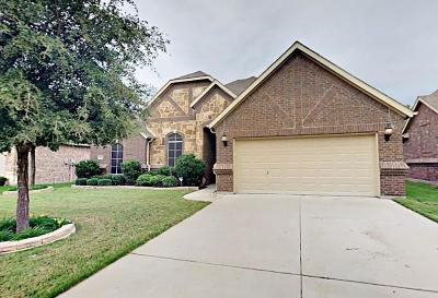 Burleson Single Family Home Active Contingent: 304 Canadian Lane