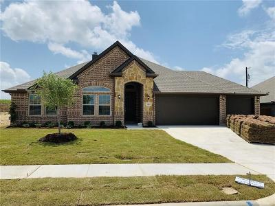 Krum Single Family Home For Sale: 1412 Wagon Wheel
