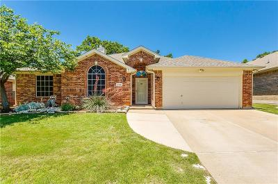 Burleson Single Family Home For Sale: 2512 Briarcrest Drive