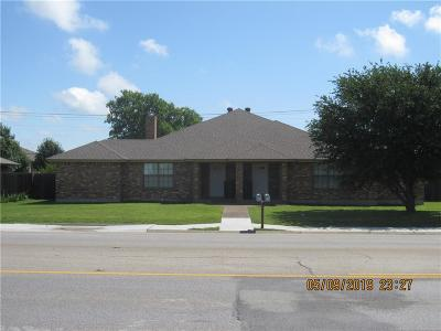 Cleburne Multi Family Home For Sale: 204 N Nolan River Road