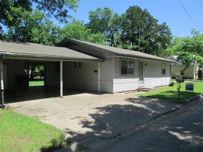 Cleburne Single Family Home For Sale: 606 N Robinson Street