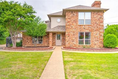 Kennedale Single Family Home Active Option Contract: 628 Briar Court