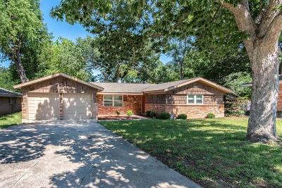 Hurst Single Family Home For Sale: 1112 Norwood Drive