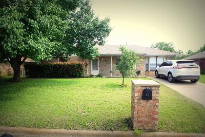 Sanger Single Family Home For Sale: 214 Southside Drive