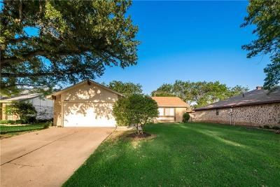 Bedford Single Family Home For Sale: 2922 Beachtree Lane