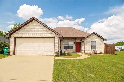 Aubrey Single Family Home For Sale: 402 Meadow Lane