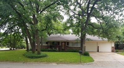 Hurst Single Family Home For Sale: 601 Woodcrest Drive