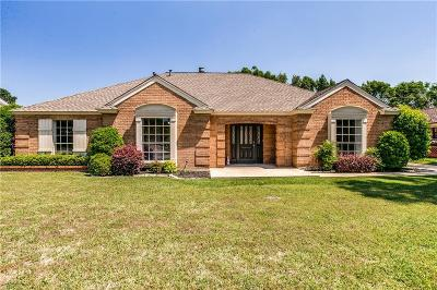 Hurst Single Family Home For Sale: 212 Circleview Drive S