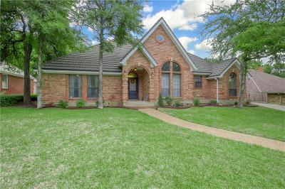 Hurst Single Family Home For Sale: 704 Reese Lane