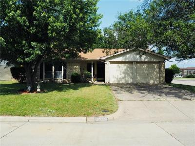 Grand Prairie Single Family Home For Sale: 2613 Fall Drive
