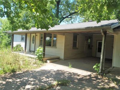 Grand Saline Single Family Home For Sale: 217 N Larson Street