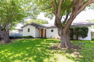 Tarrant County Single Family Home For Sale: 6745 Greenacres Drive