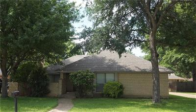 Mansfield Single Family Home For Sale: 1105 Meadow Crest Lane