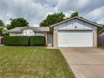 Tarrant County Single Family Home For Sale: 1502 Vanderbilt Drive