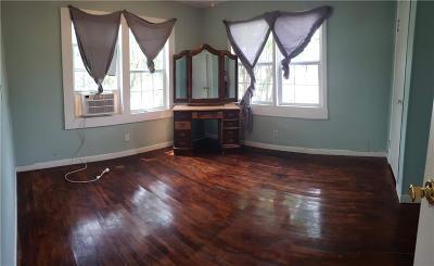 Comanche TX Single Family Home For Sale: $75,900