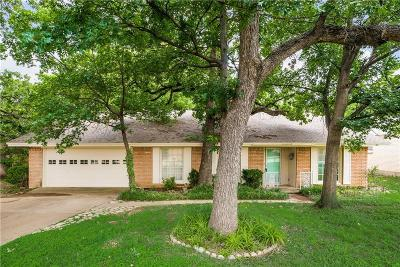Hurst Single Family Home For Sale: 300 Plainview Drive