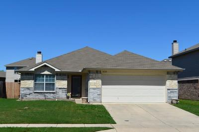 Fort Worth Single Family Home For Sale: 8528 Shallow Creek Drive