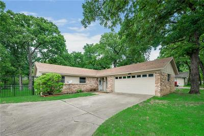 Euless Single Family Home For Sale: 904 Oakwood Drive