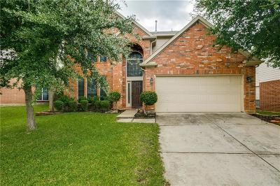 Tarrant County Single Family Home For Sale: 2116 Royal Oak Drive
