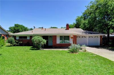 Benbrook Single Family Home For Sale: 215 Vernon Castle Avenue