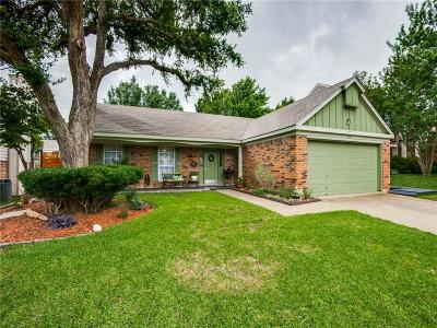 Grapevine Single Family Home For Sale: 513 Briarcroft Drive