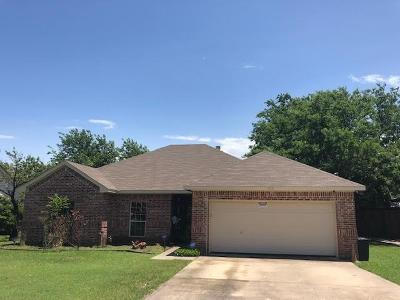 Benbrook Single Family Home For Sale: 1215 Estes Street