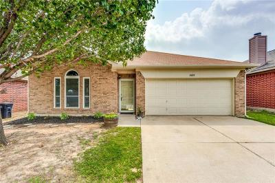 Fort Worth Single Family Home For Sale: 8600 Rainy Lake Drive