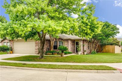 Fort Worth Single Family Home For Sale: 8720 Hunters Point Way