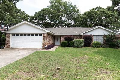 Bedford Single Family Home For Sale: 2736 Meadow Grn