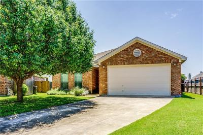 Fort Worth Single Family Home For Sale: 10509 Dry Valley Court