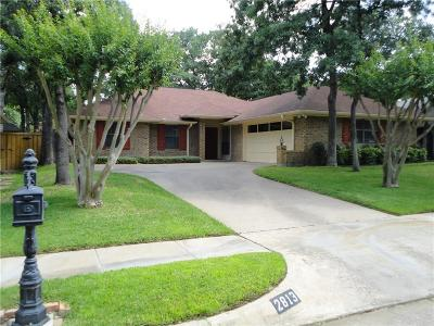 Bedford Single Family Home For Sale: 2813 Woodpath Lane