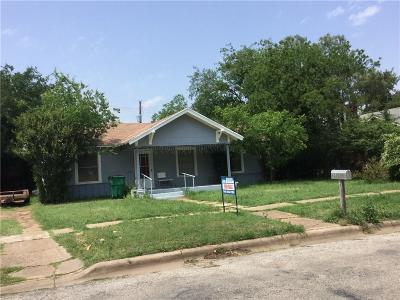 Young County Single Family Home For Sale: 704 W Elm