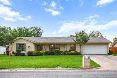 Hurst Single Family Home For Sale: 417 W Pleasantview Drive