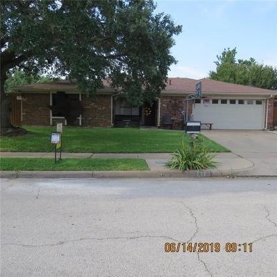Hurst Single Family Home For Sale: 737 Spring Valley Drive