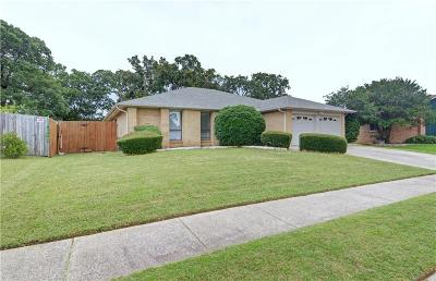 Bedford Single Family Home For Sale: 3500 Sweet Wood