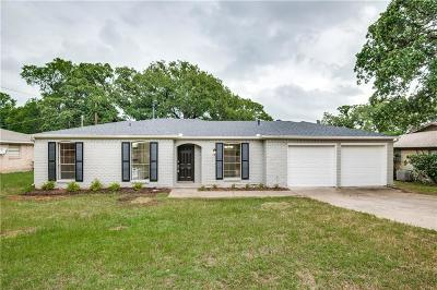 Bedford Single Family Home For Sale: 816 Wade Drive