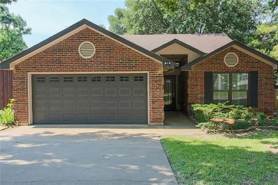 Grapevine Single Family Home For Sale: 409 Caviness Drive
