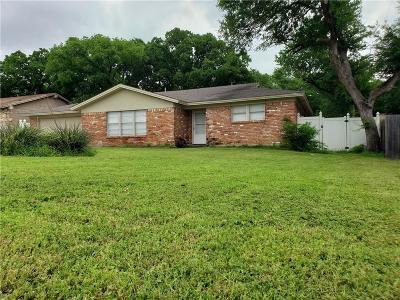 Bedford Single Family Home For Sale: 900 McCurry Avenue